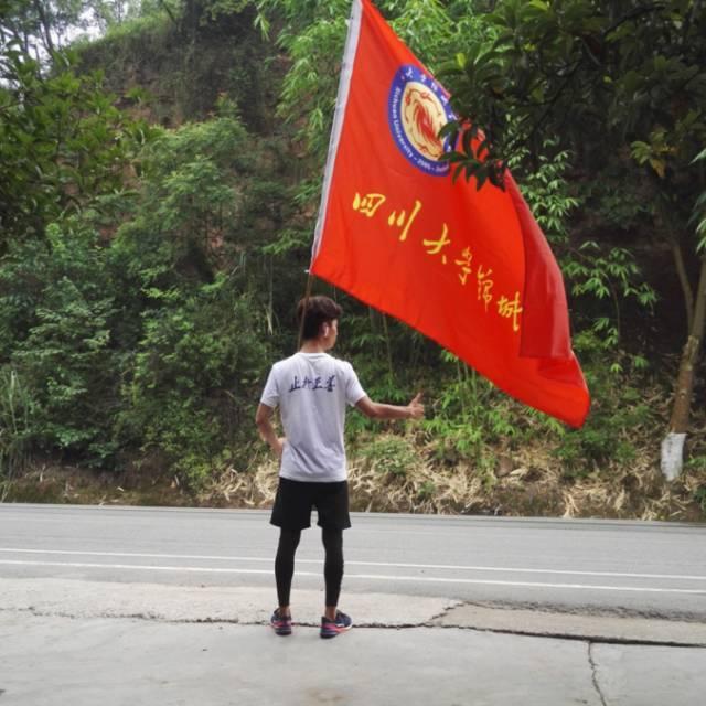 """大学生版""""阿甘"""":31天从成都跑步回深圳过暑假"""