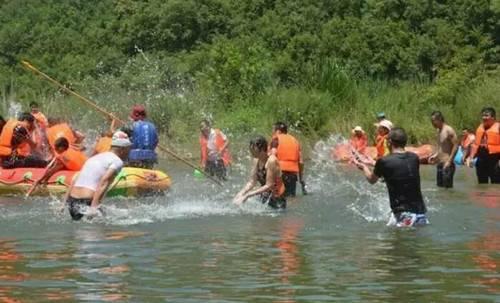 鹳河漂流多样的水上乐园