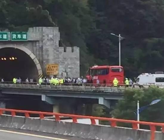 秦岭隧道特大交通事故背后,比地震伤亡更多