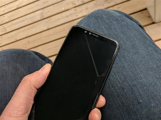 其中,既有苹果自己保密工作失误,当然,更关键的是iPhone 8本身变化很大,可能会引发抢购效应。