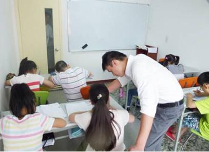 求助:我是初二物理老师,新老师怎么管学生,课堂闹哄哄