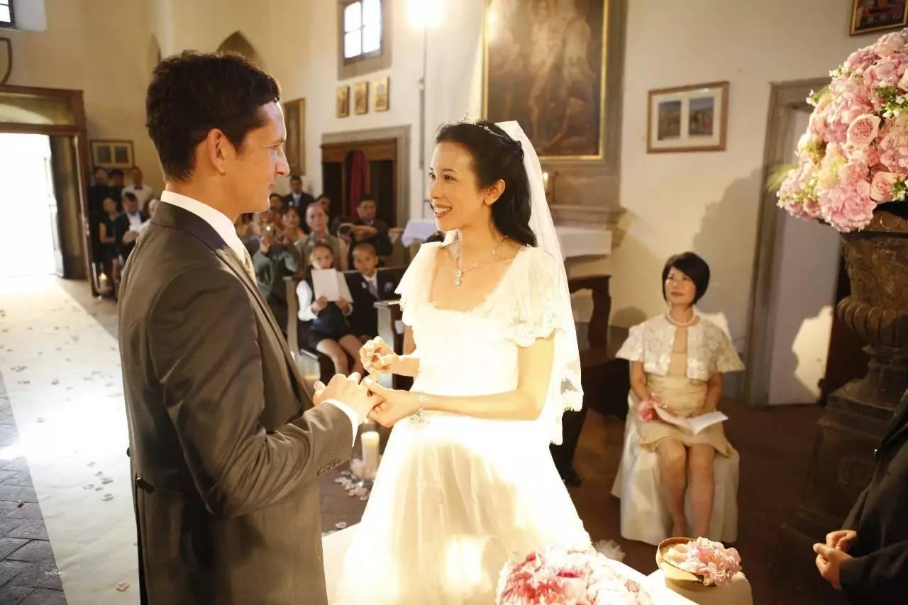 结婚坚决不生孩子 周星驰冯德伦的最佳前任 24年后她因为爱情嫁给初恋