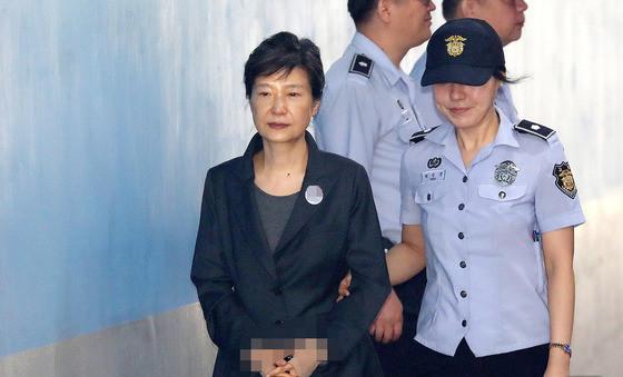三星太子获刑后母亲前往安抚 朴槿惠狱中无人探视