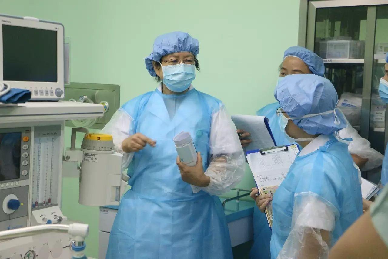 8位国家级专家到现代妇儿现场辅导 助力医院创 三甲