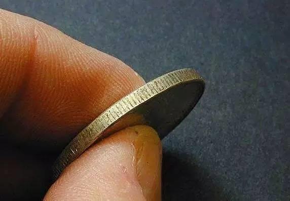 硬币边上为什么有锯齿?真正的原因你绝对想不到