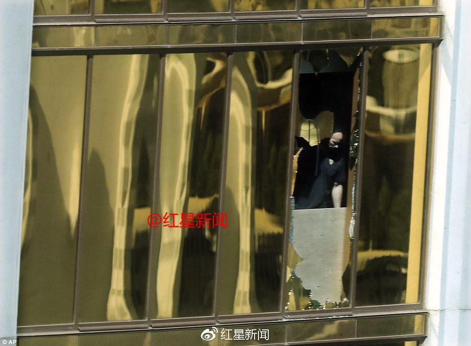 凶手所在房间的窗户被打破图据《每日邮报》