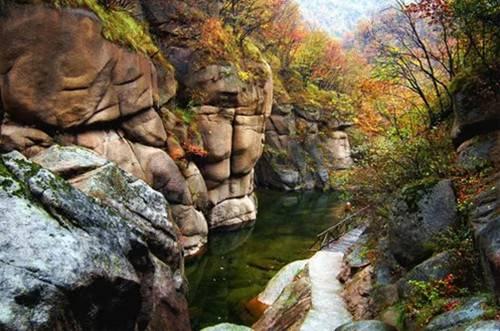 旅游  西泰山风景区位于河南省洛阳市汝阳县,这里有天下第一情山情侣