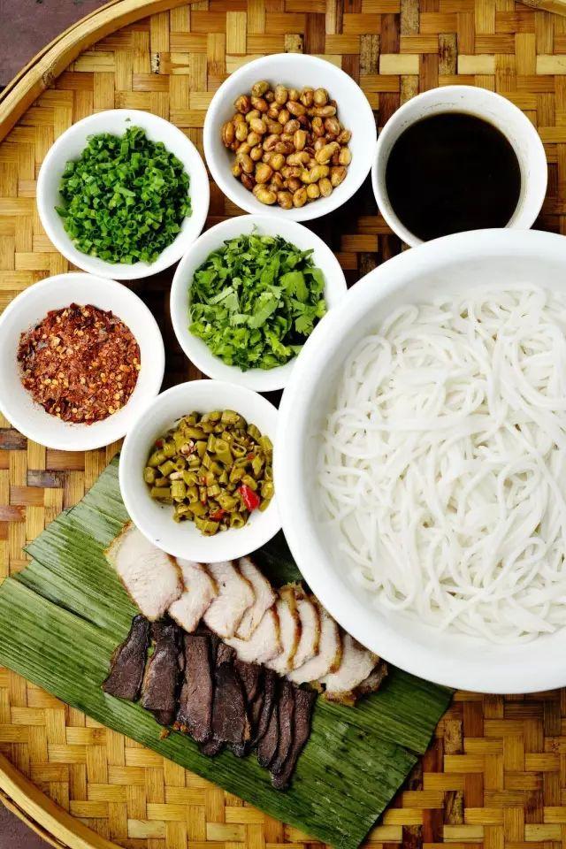 天凉除了涮火锅 不如嗦碗热辣滚烫的米粉