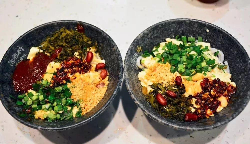 在云南春城昆明 甩碗米线即早点
