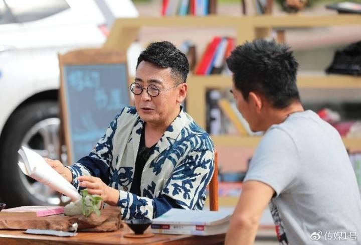 窦文涛和任贤齐在泉州探讨书中故事
