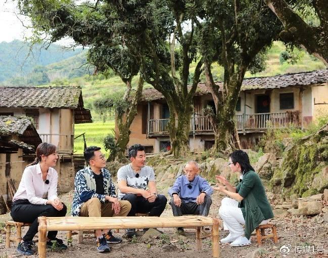 窦文涛、张星月、任贤齐在余光中先生故乡与余老儿时玩伴聊童年趣事
