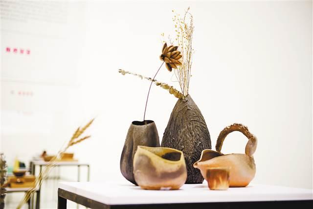 《传统工艺新生》展台的设计作品。