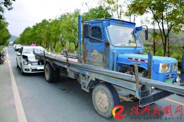 小车追尾拖拉机(通讯员供图)