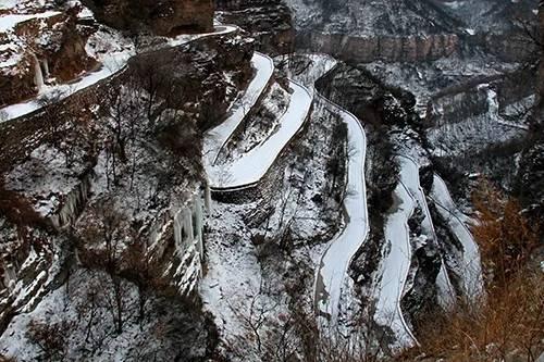 """下雪了太行大峡谷""""冰之语""""旅游季拉开帷幕"""