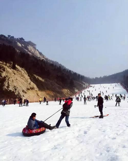 七峰山滑雪场12月16日开园试滑