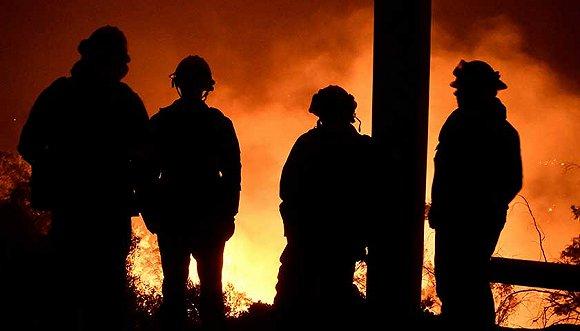 美国加州野火规模即将创纪录_超过1000座建筑被烧毁