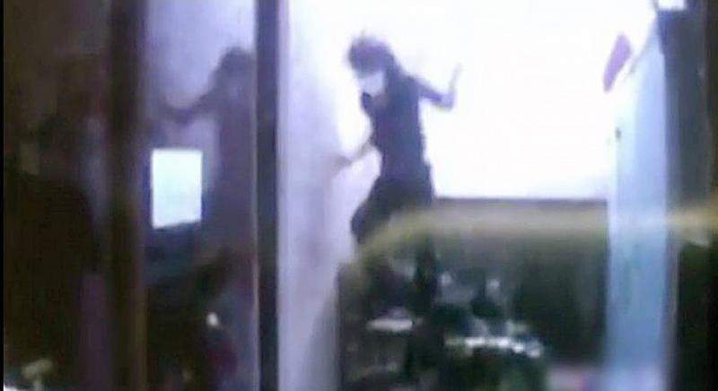 女子飞台湾见情郎被拒 想跳楼被高压水枪喷回http://www.china-quyi.com