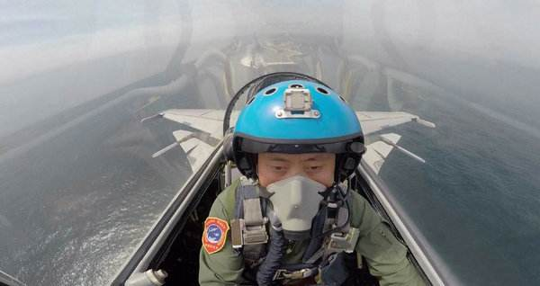 航空母舰--港媒:中国培养更多舰载机飞行员 欲扩大航母舰队