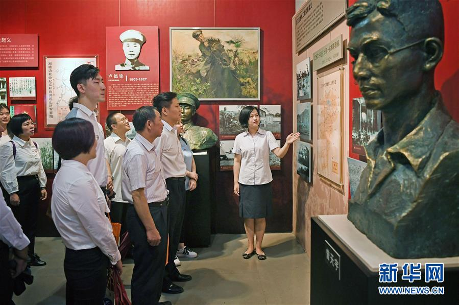 (新华全媒头条·图文互动)(7)全党来一个大学习——新时代中国共产党人的理论自觉