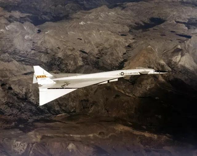 NASA在测试一种会变形的机翼 靠记忆金属实现