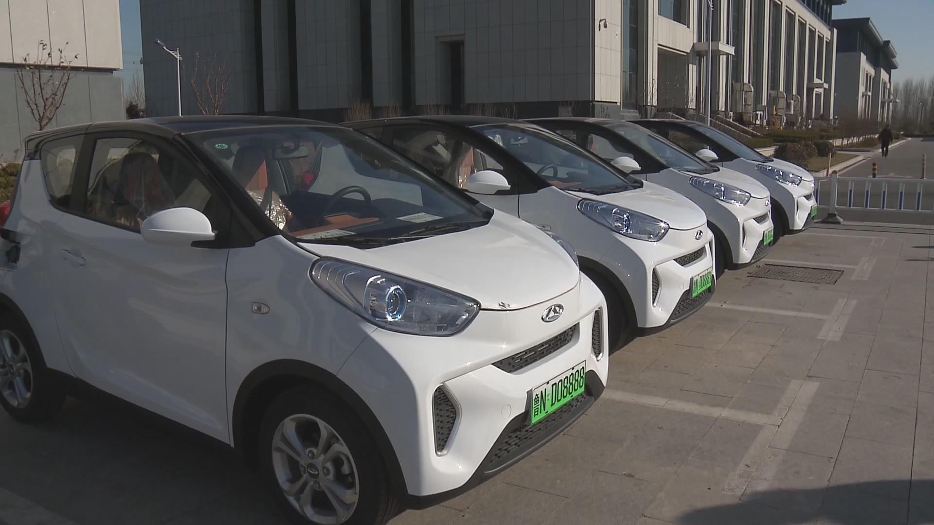在济南全国首批试点成功启用新能源汽车号牌的基础上,2017年11月,青岛
