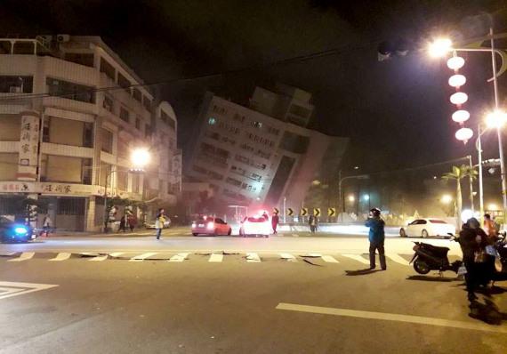 台花莲地震已致2人遇难100余人受伤【胡同口】