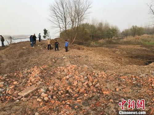 """安徽""""固体废物跨省倾倒长江""""系列案:2人被逮捕"""
