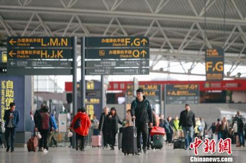 资料图:白云机场航站楼旅客。刘艺摄
