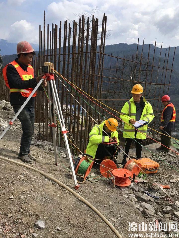 地质和设计专家现场检测。