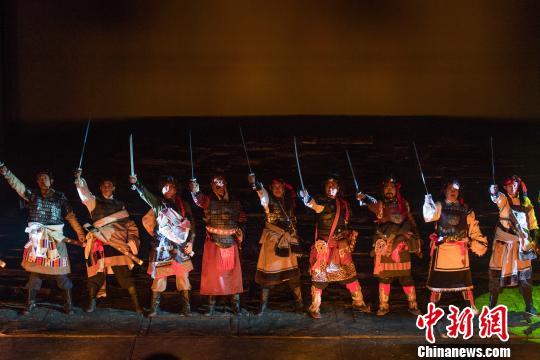 20日晚,历史题材史诗话剧《共同家园》在拉萨上演。 何蓬磊摄