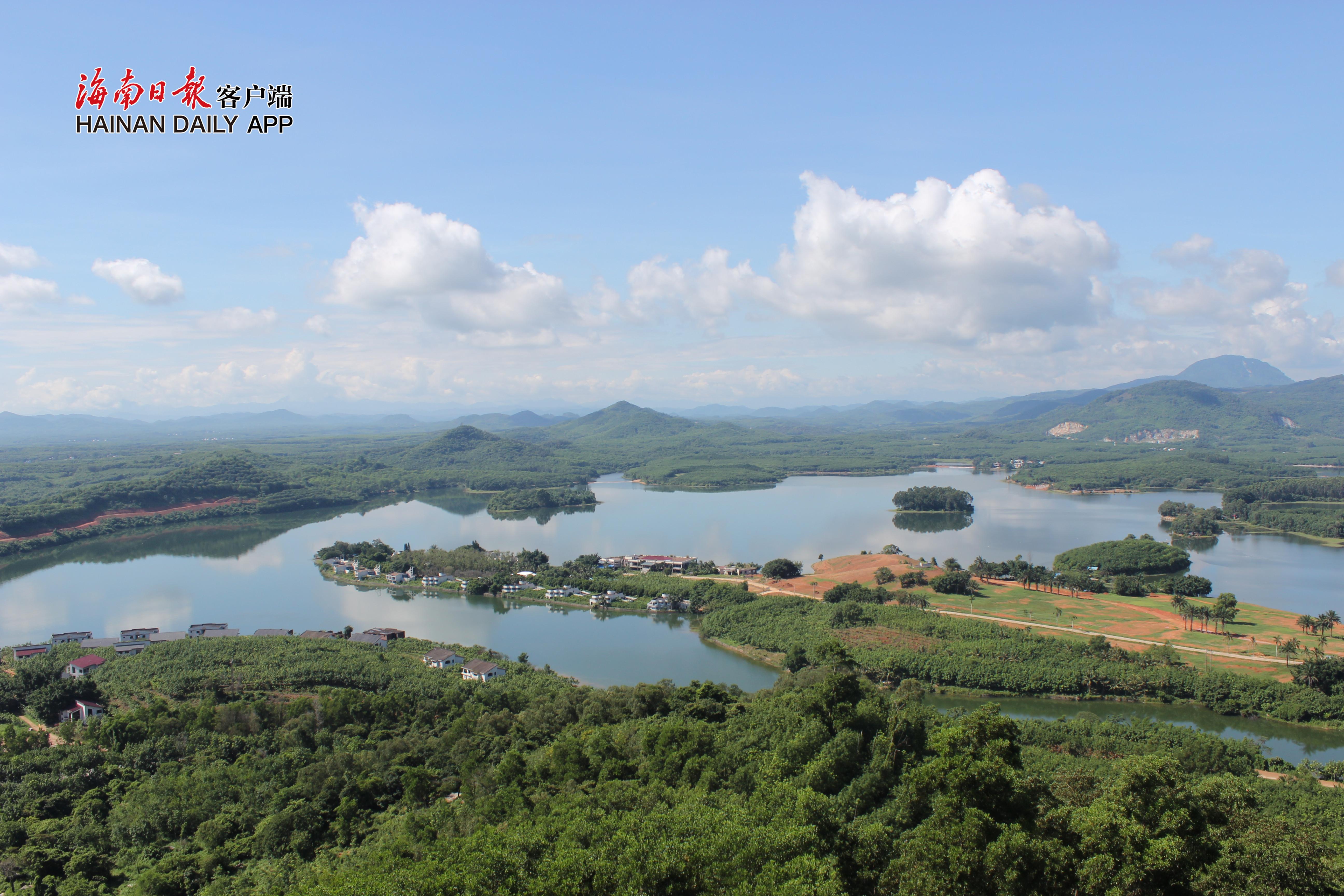 图四,儋州云月湖全景。本报记者易宗平摄_副本.jpg