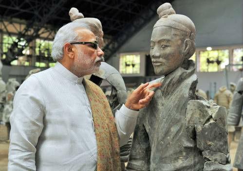 2015年5月14日,正在中国进行正式访问的印度总理莫迪来到陕西西安市秦始皇帝陵博物院参观兵马俑。