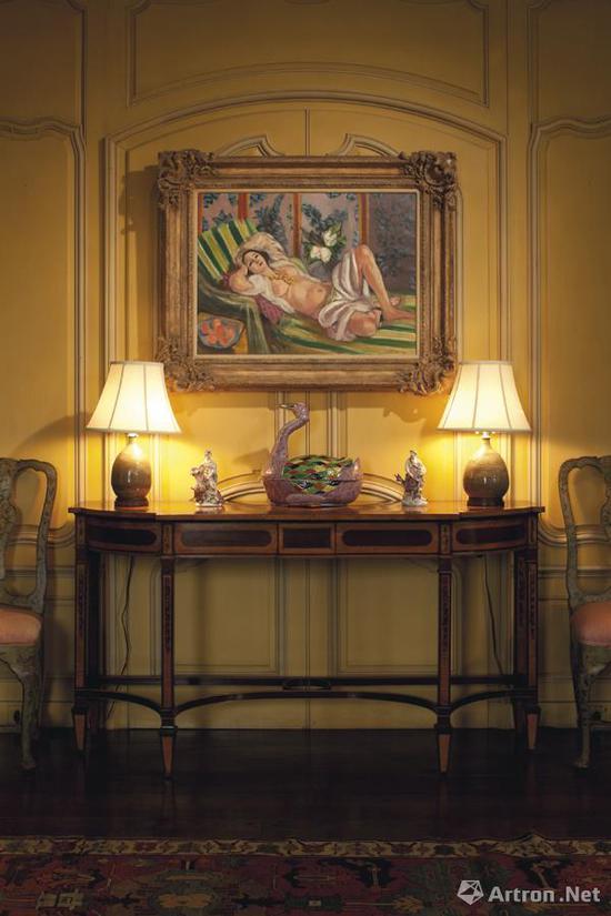 《侧卧的宫娥与玉兰花》一直被悬挂在大卫·洛克菲勒家庭别墅的客厅当中