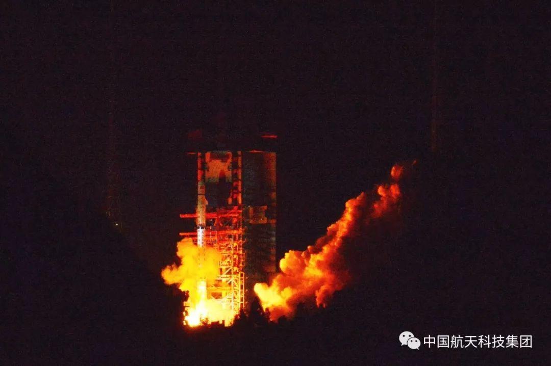 人类航天器首次月背着陆第一步!嫦娥四号中继星发射