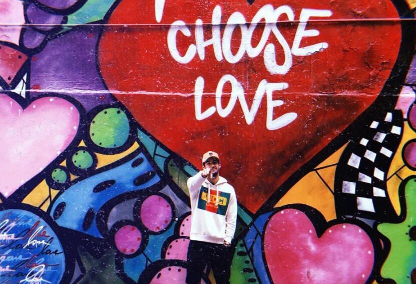 帕托与加拿大超模丹妮尔-克努森公开恋情:我选择爱