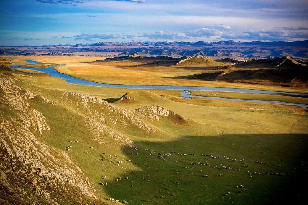 """每年仅通行5个月的""""中国最美公路""""终于全线通车,南北疆路程从此缩短一半!"""