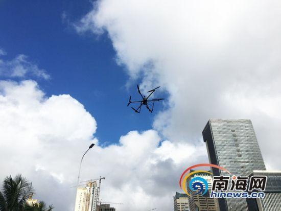无人机主要具备路况巡查、路况提醒、事故侦查、违章取证等功能。南海网记者陈丽娜摄