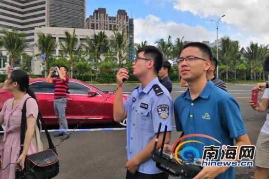 海口交警使用无人机喊话,完成了一起现场违停的处置。南海网记者陈丽娜摄