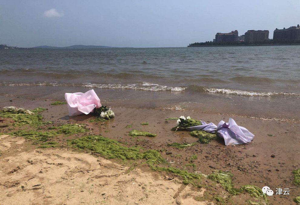 """""""多希望孩子是被拐走的"""" 青岛市黄岛区万达公馆对面的海滩,阳光明媚"""