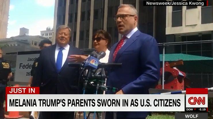 梅拉尼娅父母正式入美国籍 美媒:用特朗普讨厌的方式