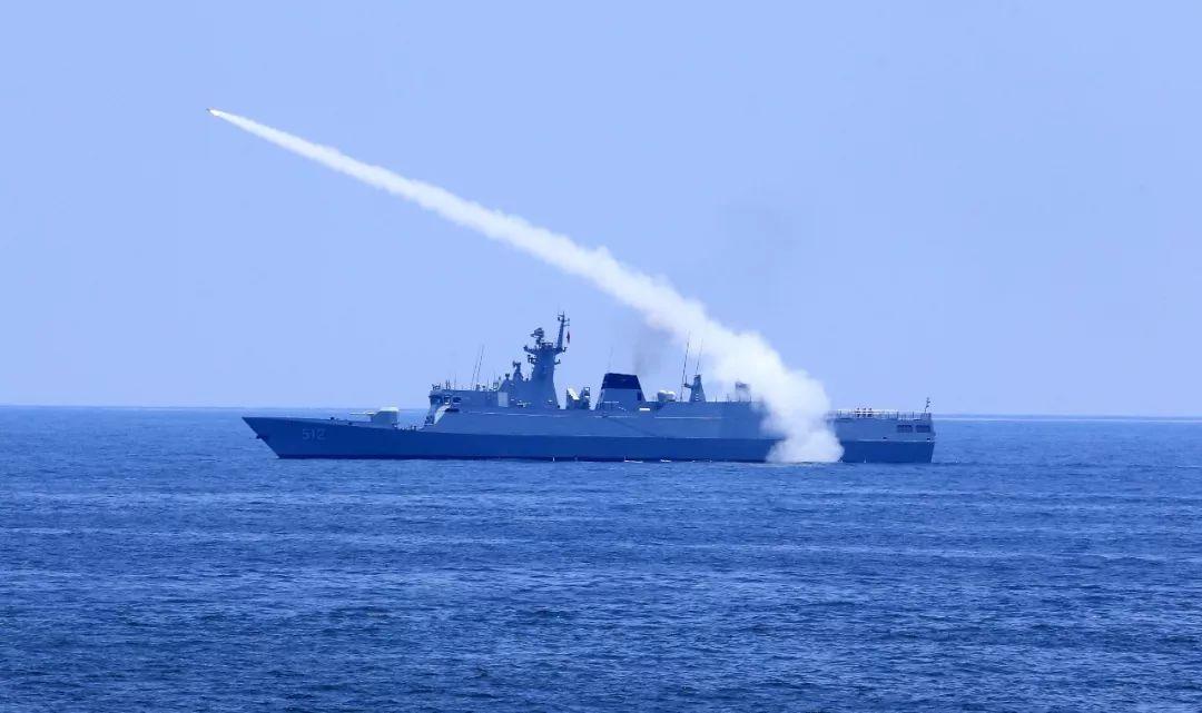 火力全开!三大战区海军10余艘舰艇同台竞技