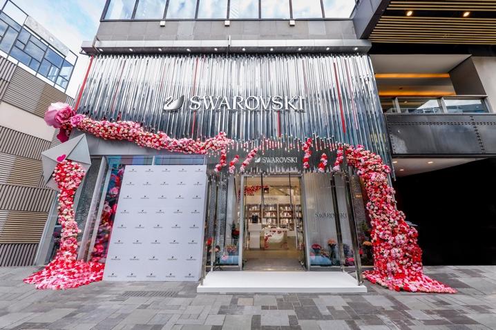 奢侈品  此次全新亮相的施华洛世奇三里屯太古里水晶轩,采用了超大图片