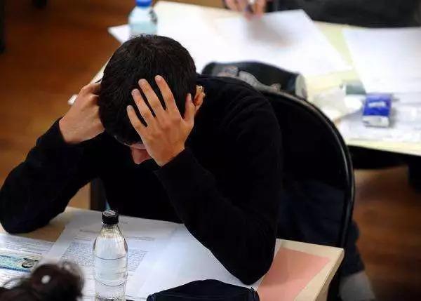 都爱说法国高考作文,其实法国中学的哲学课也令人头秃啊!