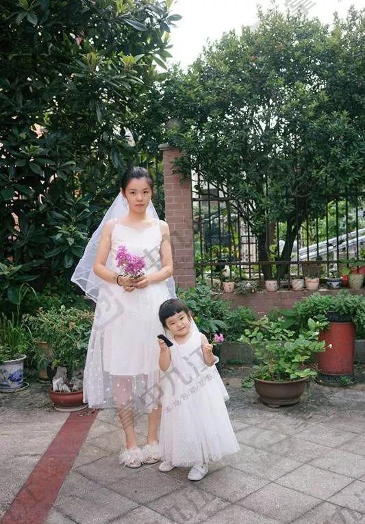 sdfd 她女儿活泼可爱的样子 更是萌翻众人 网友说:和日本的小明星长