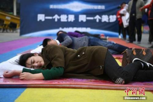 """资料图:重庆某地举行的""""健康睡眠远离慢病""""主题活动。 陈超摄"""