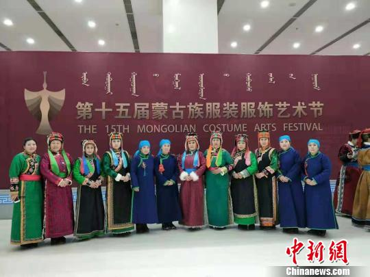 """66岁""""巴林蒙古靴子""""技艺传承人:从女教师到女匠人"""