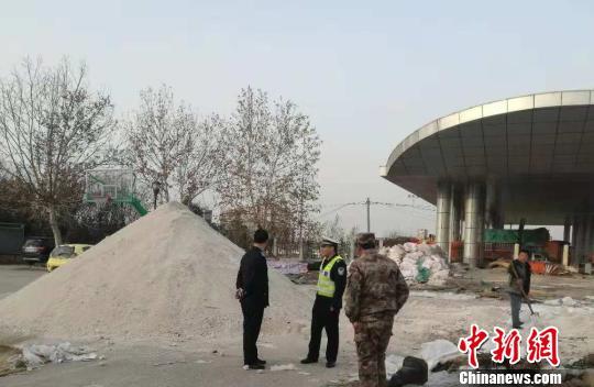 """河南部分高速因初雪管制警方发布雪天""""行车宝典"""""""