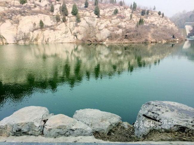 女子午夜去湖边饮酒唱歌末了坠湖,的哥拼尽辛勤拯救