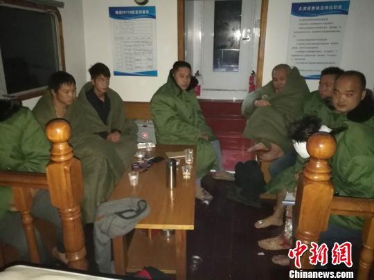 被海巡船救起的船员上官信摄