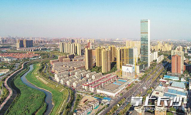 不少新盘节前上市,预计将吸引不少购房者利用春节长假看楼。 长沙晚报全媒体记者邹麟摄